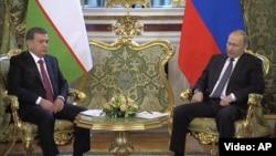 Президенты Узбекистана и России Шавкат Мирзияев и Владимир Путин.
