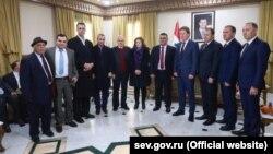 На церемонии подписания соглашения между Севастополем и Тартусом. Дмитрий Белик – второй справа, Дмитрий Овсянников – четвертый справа.
