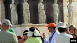 Turisti u posjeti Akropolju, Atina