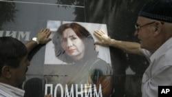 Aktivistët e vendosin fotografinë e Estemirovës në qendër të Groznit në Çeçeni