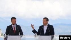 Македонскиот премиер Зоран Заев и поранешниот премиер на Грција Алексис Ципрас, Преспа 17.06.2018.