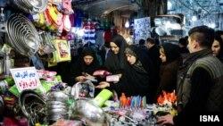 Тегерандагы базар. 2014-жылы тартылган сүрөт. Эл аралык санкциялардын жоюлушунан улам ирандыктар эми тыш дүйнө менен соода-сатык, экономикалык карым-катнаш жанданат деп үмүттөнүшүүдө.