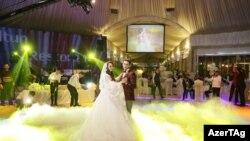 В последние годы на узбекских свадьбах новобрачные исполняют вальс