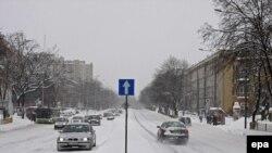 Нынешней зимой улицы польских городов стали труднопроходимыми для автомашин.