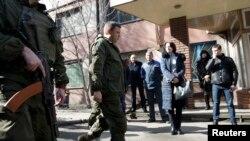 Жикчилдердин лидери Александр Захарченко Донецк шаарындагы Юзов металлургиялык заводунда жүрөт. 1-март, 2017-жыл.