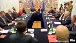 Лидерска средба кај претседателот Стево Пендаровски, по одлуката на ЕУ да не и даде на Македонија датум за почеток на преговори.