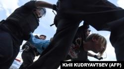 Задержание демонстранта на акции 27 июля в Москве