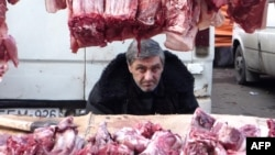 Рынки в Тбилиси сегодня переживают далеко не лучшие времена. Сегодня в обществе принято с ностальгией вспоминать об их богатом прошлом. Но в их будущем процветании сегодня мало кто уверен