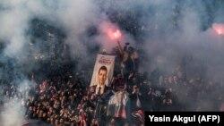 Aprelin 17-də CHP tərəfdarları Ekrem İmamoğlunun mandat almasını belə qeyd ediblər