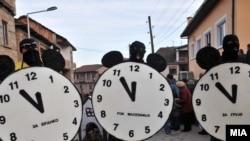 Маски од вевчанскиот карневал. Пет до дванаесет и за Бранко и за Грујо, но и за Македонија.