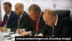 """Pamje nga nënshkrimi i marrëveshjes për ndërtimin e termocentralit """"Kosova e Re"""""""
