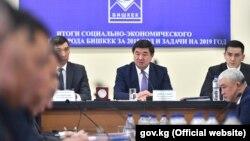 Премьер-министр Мухаммедкалый Абылгазиев на коллегии мэрии Бишкека. 11 февраля 2019 года.
