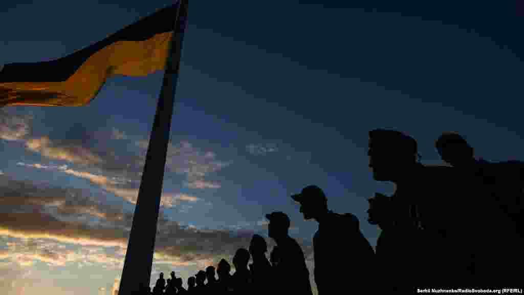 В Киеве 22 августа, ко Дню государственного флага, подняли самый большой флаг Украины