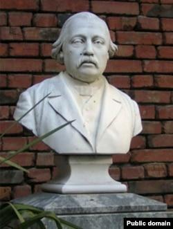 Бюст Густава Радде (скульптор Ф.Ходорович) в Государственном музее Грузии