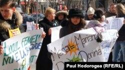 Miting împotriva discirminării de gen, Chișinău, martie 2011.