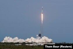 Ракетата Falcon 9 на SpaceX се отправя към орбита на 30 май