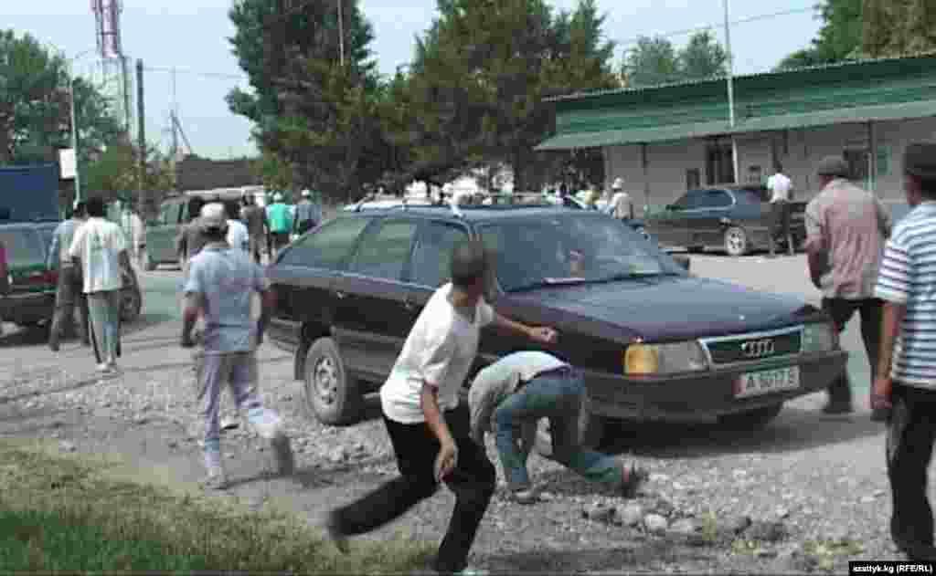 В Баткене два раза захватывали в заложники граждан РТ, требую освободить 3 граждан КР задержанных в Исфаре
