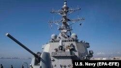 Амэрыканскі вайсковы карабель «Дональд Кук» выходзіць уМіжземнае мора зкіпрскага порту Ларнака