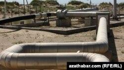Türkmenistan, Kaspi deňziniň kenarynda gurlan täze gaz geçirijisi. 10-njy awgust, 2010 ý.