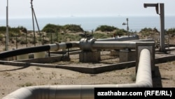 A natural gas pipeline by the Caspian Sea in Turkmenistan (file photo)