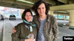 شکوفه یداللهی در کنار پسرش، پوریا نوری