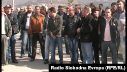 Macedonia - Protest of temporary employees in TEC Oslomej - Feb2014