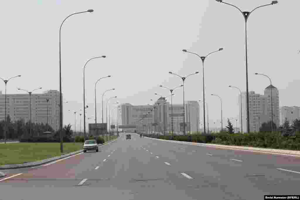 Полупустынные улицы Ашхабада