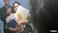 تصویری از فیلمی که شهرزاد میرقلیخان از هنگام دریافت مدارک منتشر کرده است.