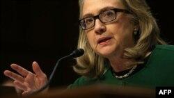 Hilari Klinton svedoči