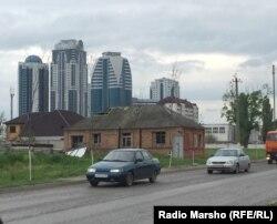 Всего в паре сотен метров от центра можно увидеть иной Грозный