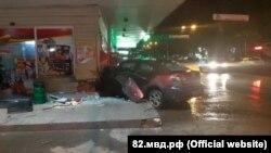 ДТП в Симферополе, автомобиль отбросило на здание продуктового магазина