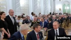 Прием в Кремле 9 декабря 2015 года. Евгений Пригожин второй слева.
