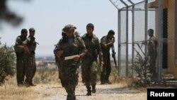 Pjesëtarë të koalicionit FDS në hapësirën e qytetit Manbij