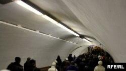 Перехід у київському метрополітені в час пік