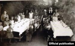 La o tabără de vară pentru copii la Soroca, c. 1920 (Foto: JDC Archives/Un secol de activitate în România JDC, București, 2018)
