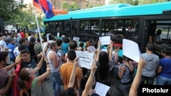 Armenia - Activists urge Yerevan residents to defy transport fare rises, 24Jul2013.