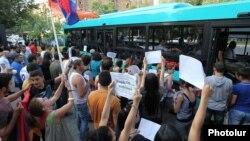 Տրանսպորտի ուղեվարձի բարձրացման դեմ հուլիսյան ակցիաները Երևանում