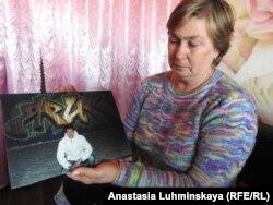 Светлана Таланова с фотографией сына
