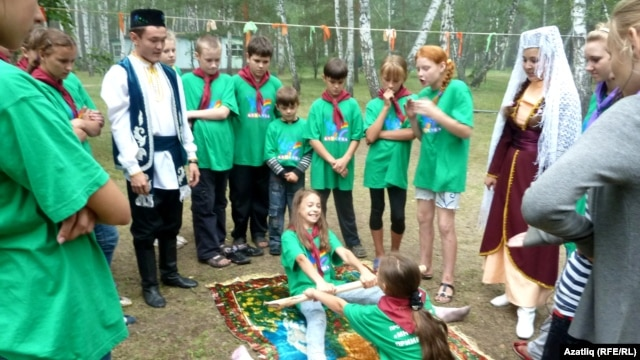 Cultural tug-of-war? Children at an inter-ethnic camp in Omsk, Russia