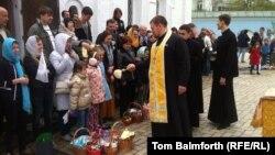 Пасха в Михайловском Златоверхом монастыре Киевского патриархата. 20 апреля 2014 года.