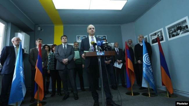 Armenia - The opposition Congress-HZhK alliance led by Levon Ter-Petrosian launches its election campaign in Yerevan, 5Mar2017.