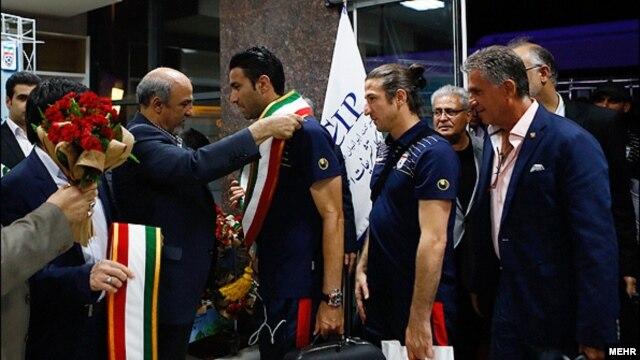 وزیز ورزش ایران در مراسم استقبال از تیم ملی فوتبال