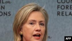 Birleşen Ştatlaryň Döwlet sekretary Hillary Klinton Daşarky gatnaşyklar baradaky geňeşde çykyş edýär, 8-nji sentýabr.