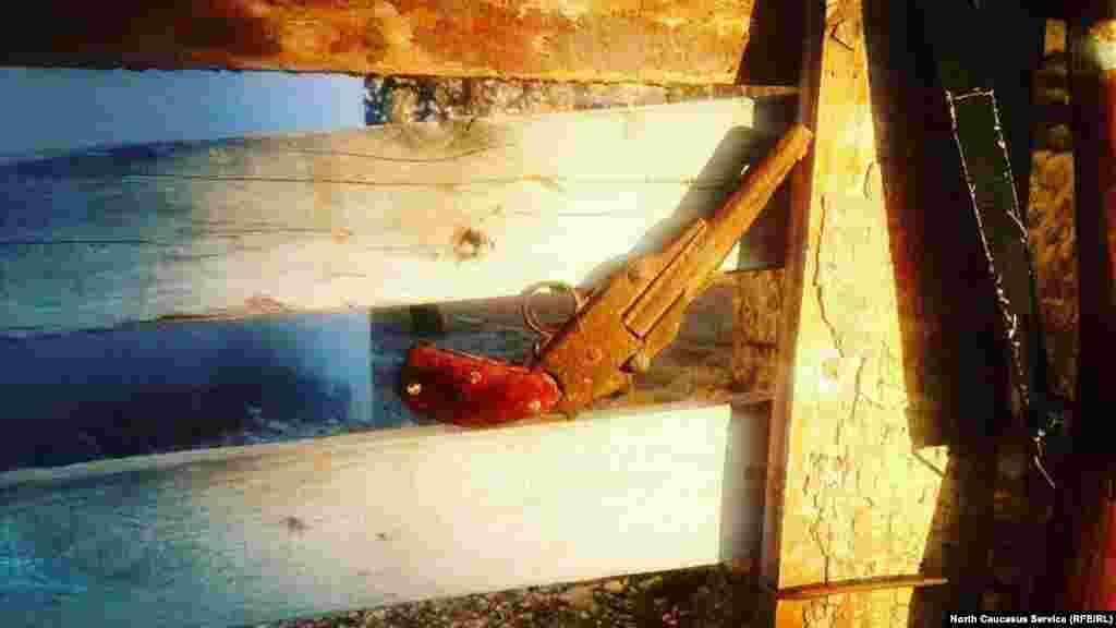 Пистолет огнестрельный.