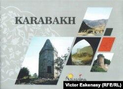 O broșură la standul Azerbaidjanului