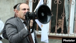 Nikol Pashinian, a leader of the opposition Yelk bloc, campaigns in a Yerevan neighborhood, on March 11.
