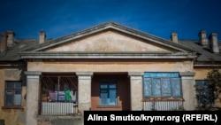 Дом старой постройки в Цементной слободке, Керчь
