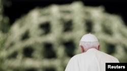 Papa Benedikt XVI. nakon audijencije na Trgu Svetoga Petra, 30. jun 2010.