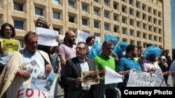 Демонстрация в Тбилиси в поддержку похищенного азербайджанского журналиста, 29 мая 2017 года.