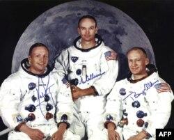 """Команда """"Аполлона-11"""", Нил Армстронг - крайний слева"""